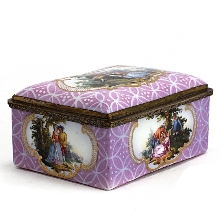 5: 18TH CENTURY FRENCH ENAMELED PINK SNUFF BOX
