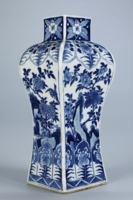 1: CHINESE BLUE AND WHITE PORCELAIN VASE