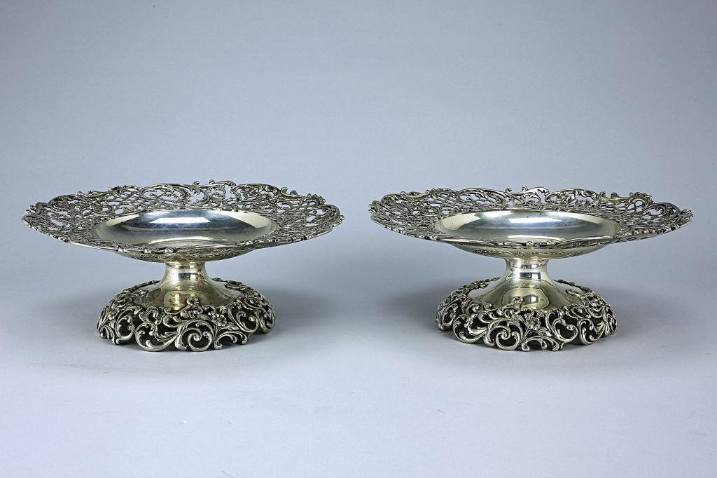 9: PAIR OF AMERICAN STERLING SILVER TAZZE