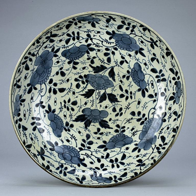 11: 18TH CENTURY JAPANESE ARITA BLUE AND WHITE PLATE