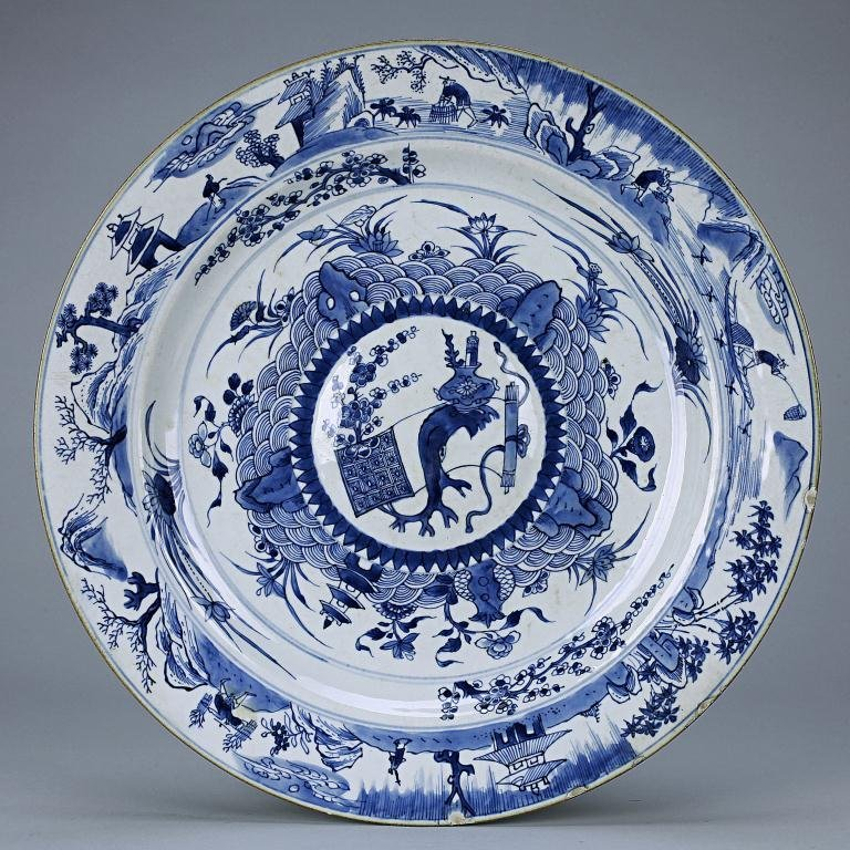 12: ANTIQUE CHINESE BLUE AND WHITE CHARGER