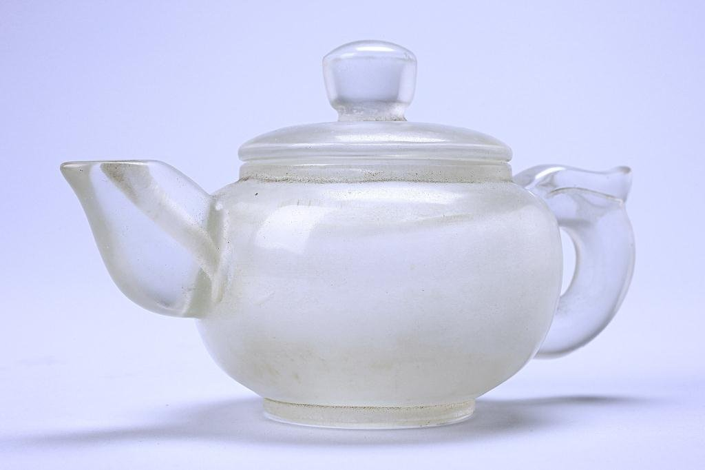 15: CHINESE ROCK CRYSTAL LIKE TEA POT