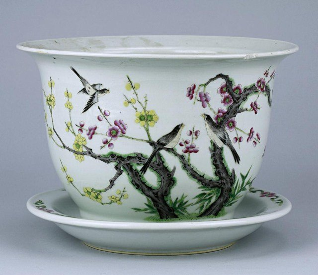 CHINESE REPUBLIC PERIOD FAMILLE ROSE PLANTER