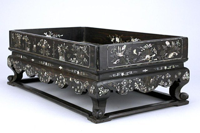 ANTIQUE CHINESE MOTHER-OF-PEARL INLAID TRAY