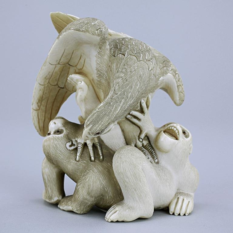JAPANESE CARVED IVORY FIGURE OF AN EAGLE