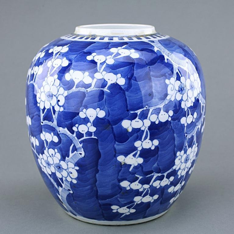 7: ANTIQUE CHINESE BLUE AND WHITE GINGER JAR