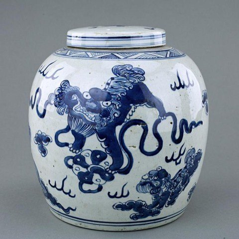 13: ANTIQUE CHINESE BLUE AND WHITE LIDDED J AR