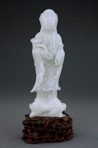 7: CHINESE CARVED WHITE JADE FIGURE OF A GUANYIN