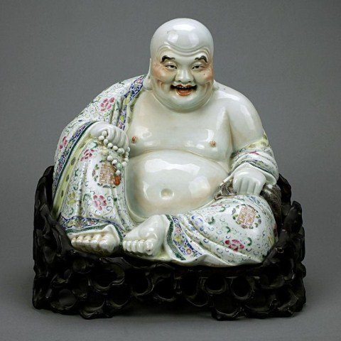 33: CHINESE EARLY 20TH CENTURY PORCELAIN SEATED BUDDHA