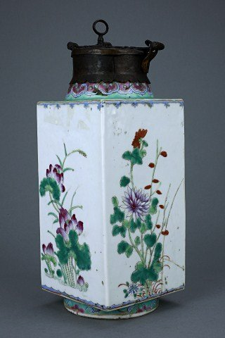 SQUARE ANTIQUE CHINESE FAMILLE ROSE VASE WITH LOCK