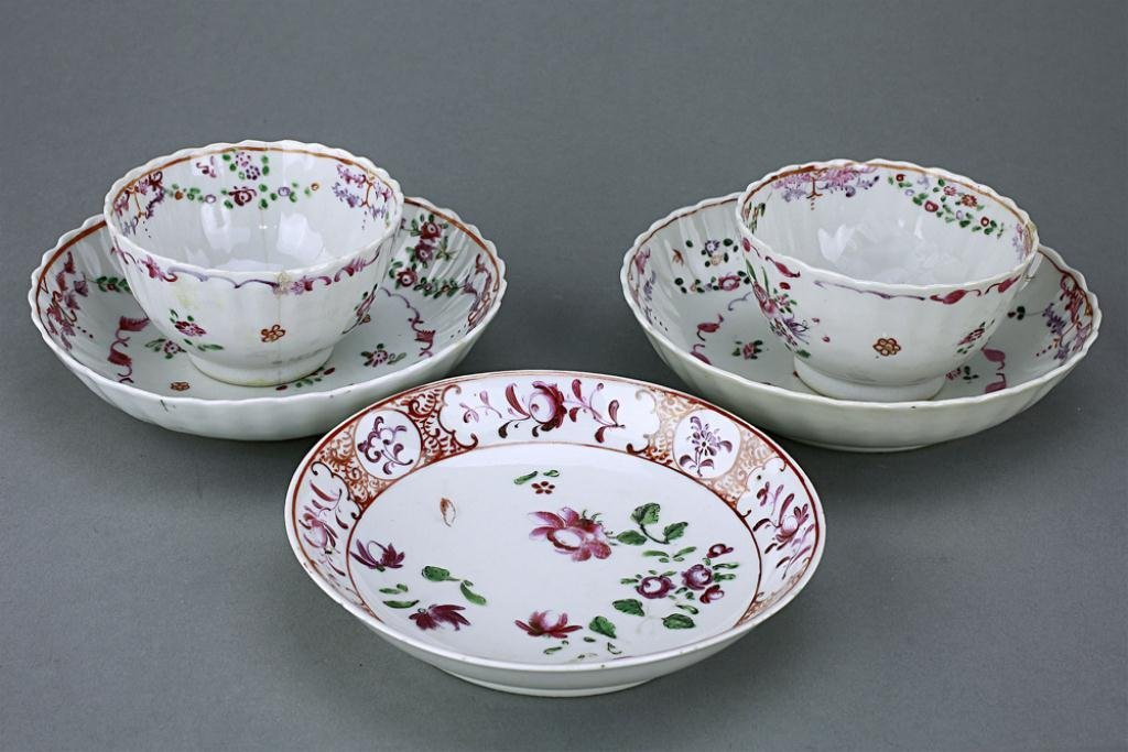 2: GROUP OF CHINESE EXPORT FAMILLE ROSE TEA CUPS