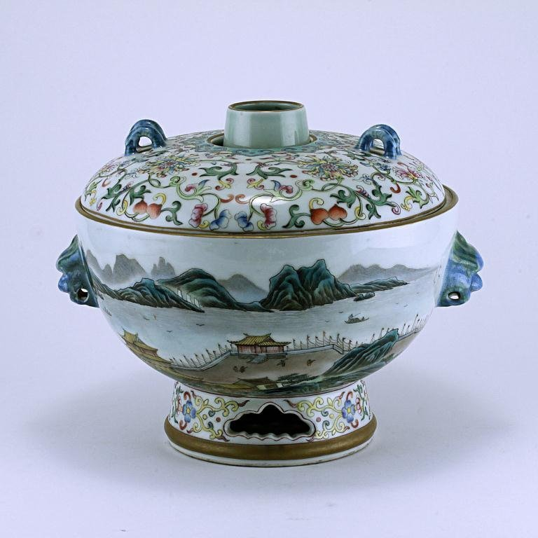 8: CHINESE ENAMELED FAMILLE ROSE LIDDED BOWL