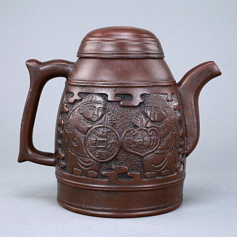 19: CHINESE CLAY TEAPOT WITH COVER