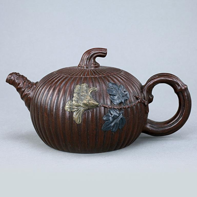 20: CHINESE CLAY TEAPOT WITH COVER