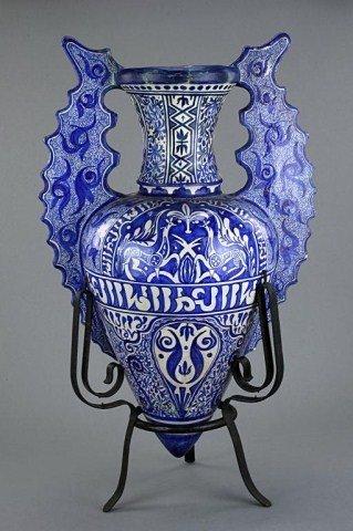 24: ISLAMIC BLUE AND WHITE JAR ON A TRIPOD METAL BASE