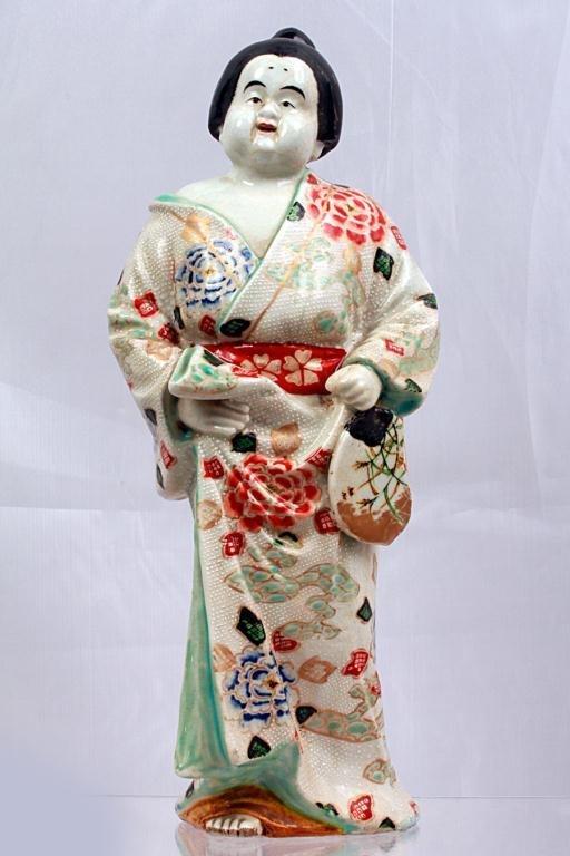 4: JAPANESE KUTANI FIGURE, OF A MAN IN ROBE