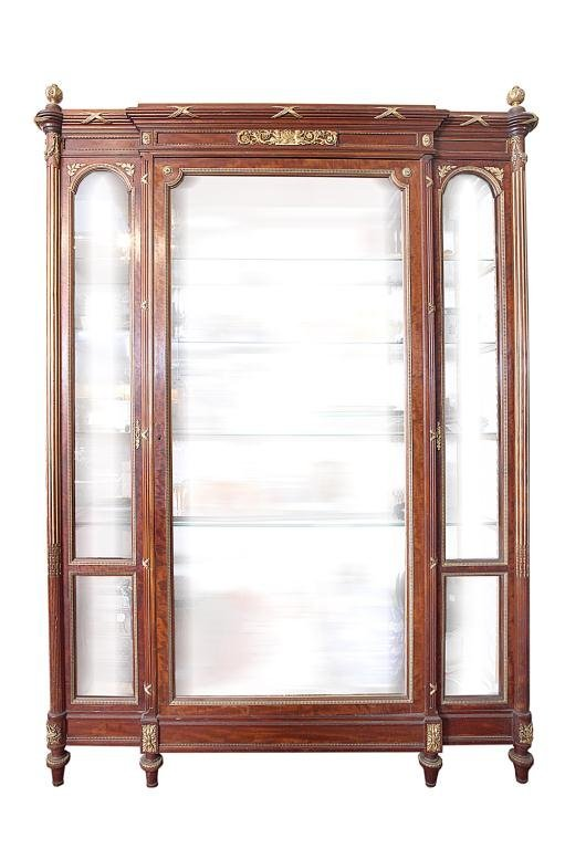 6: 19TH CENTURY FRENCH SHOW CABINET