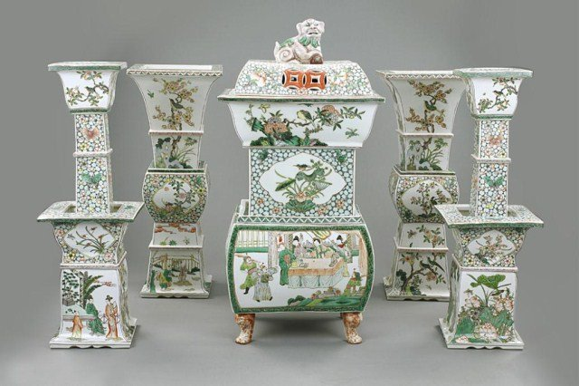 IMPERIAL CHINESE FAMILLE VERTE TEMPLE GARNITURE SET