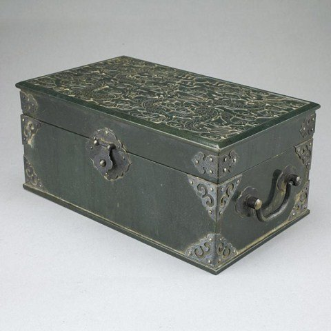ANTIQUE CHINESE CARVED SPINACH JADE BOX