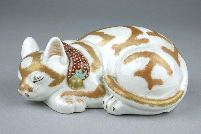 JAPANESE KUTANI FIGURE OF A SLEEPING CAT