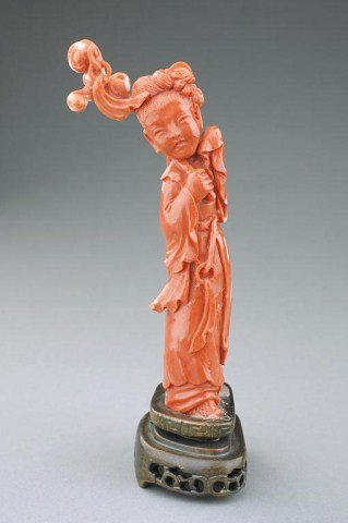 CHINESE CARVED CORAL FIGURE OF A BEAUTY