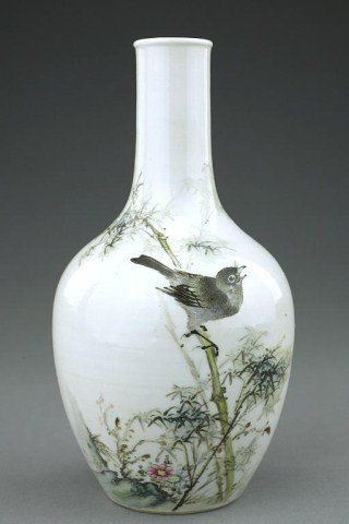 CHINESE FAMILLE ROSE 'MAGPIE'  VASE