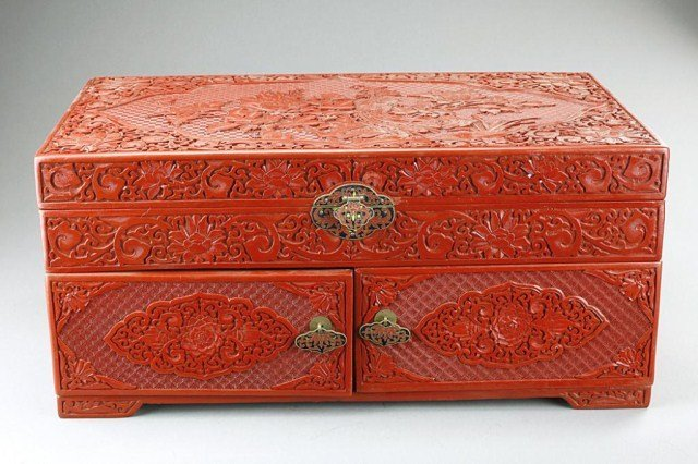 LARGE CHINESE CINNABAR LACQUER BOX