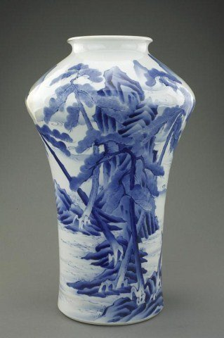 ANTIQUE JAPANESE BLUE AND WHITE VASE