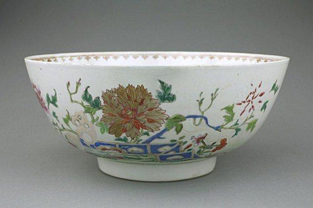 18TH CENTURY CHINESE BOWL (DAMAGED)