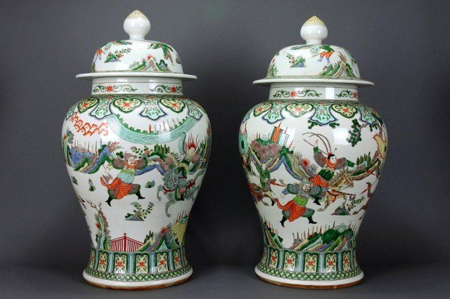 PAIR OF CHINESE FAMILLE VERTE LIDDED BALUSTER JAR