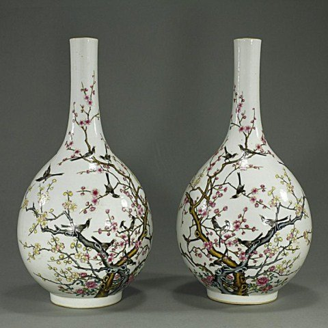 PAIR OF CHINESE FAMILLE ROSE 'MAGPIE' VASES