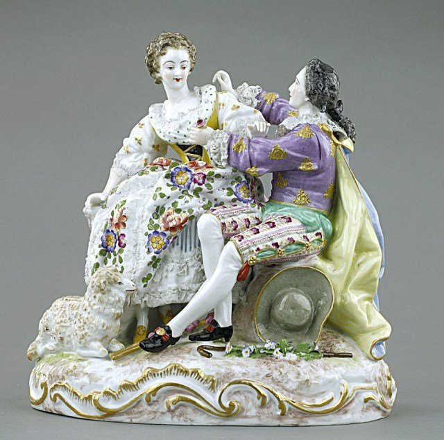 PORCELAIN FIGURE GROUP OF LOVERS