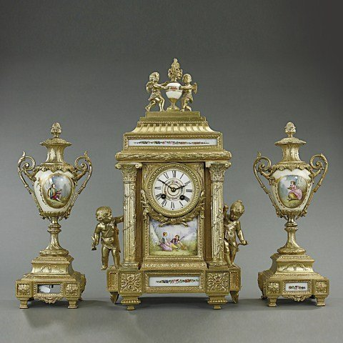 HAND-PAINTED FRENCH PORCELAIN GILT MANTEL CLOCK
