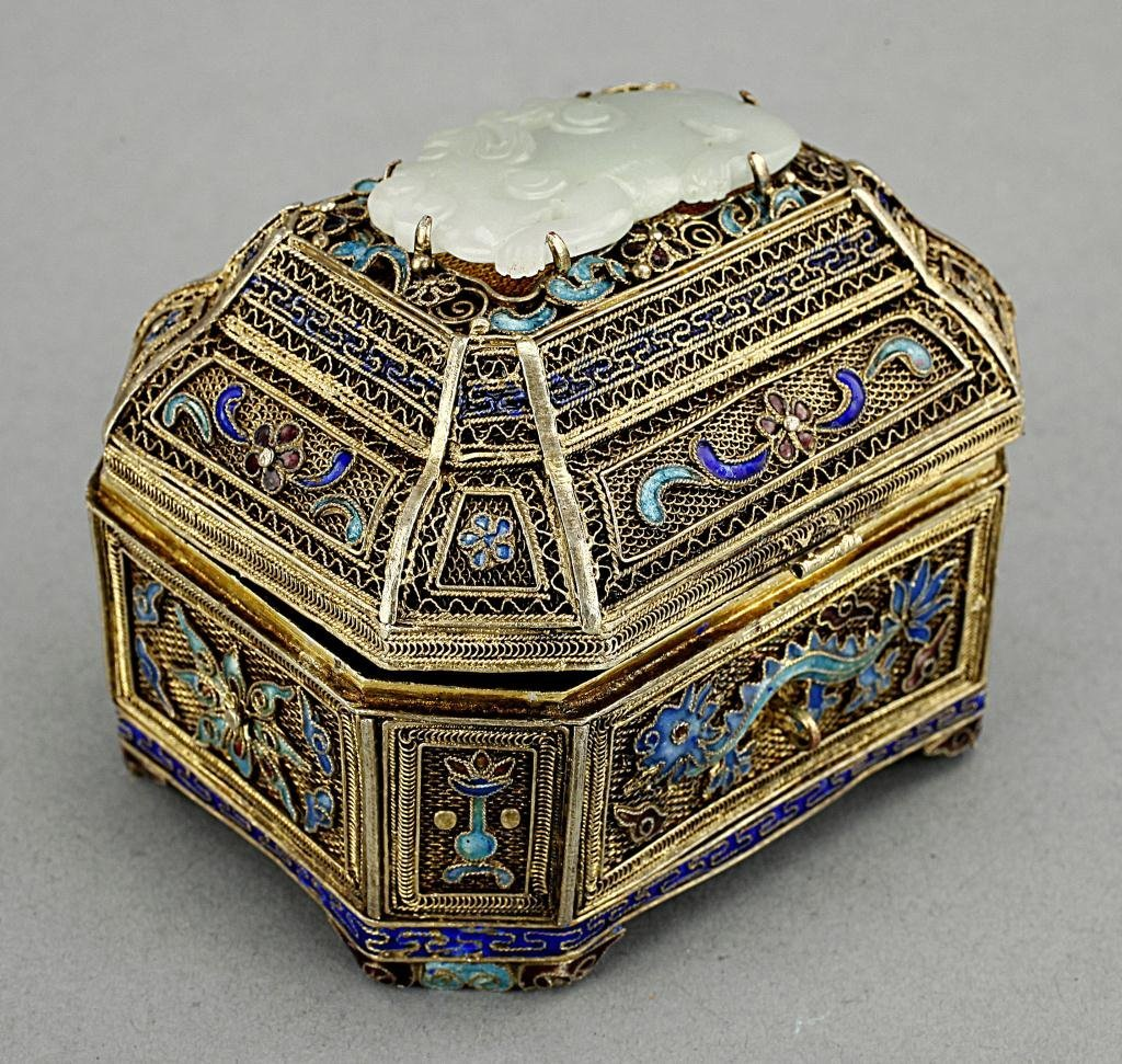 SMAL SILVER RETICULATED BOX, WITH JADE ON LID