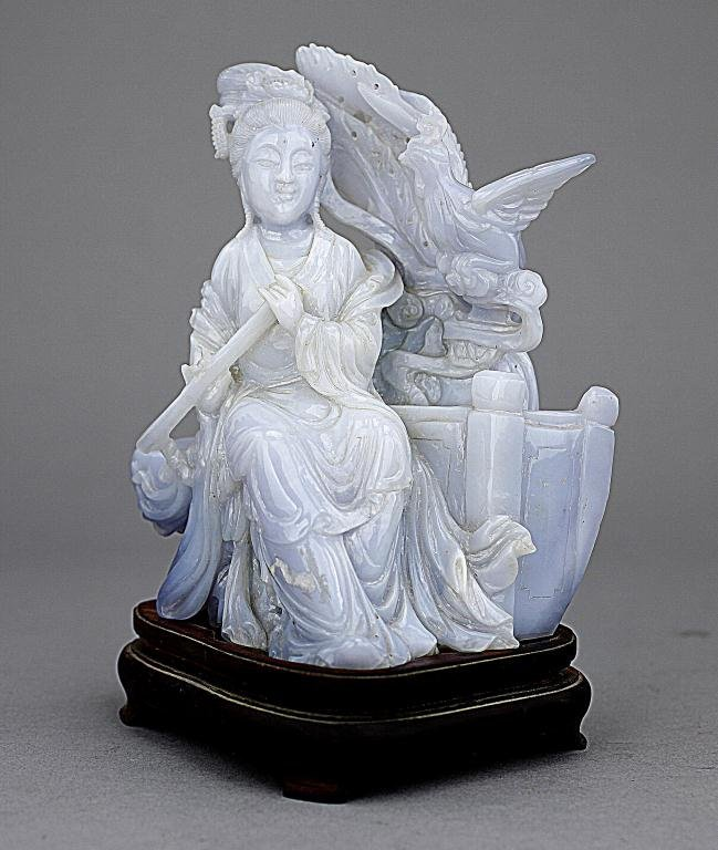 CHINESE CARVED AGATE FIGURE OF A BEAUTY