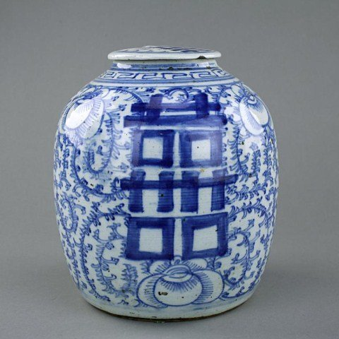 ANTIQUE CHINESE BLUE AND WHITE LIDDED GINGER JAR