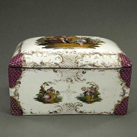19TH CENTURY GERMAN PORCELAIN JEWELRY BOX