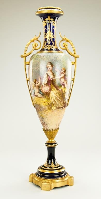 19TH CENTURY SEVRES HAND PAINTED URN