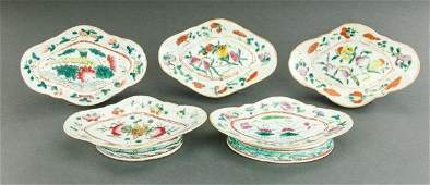 SET OF FIVE FAMILLE ROSE DISHES