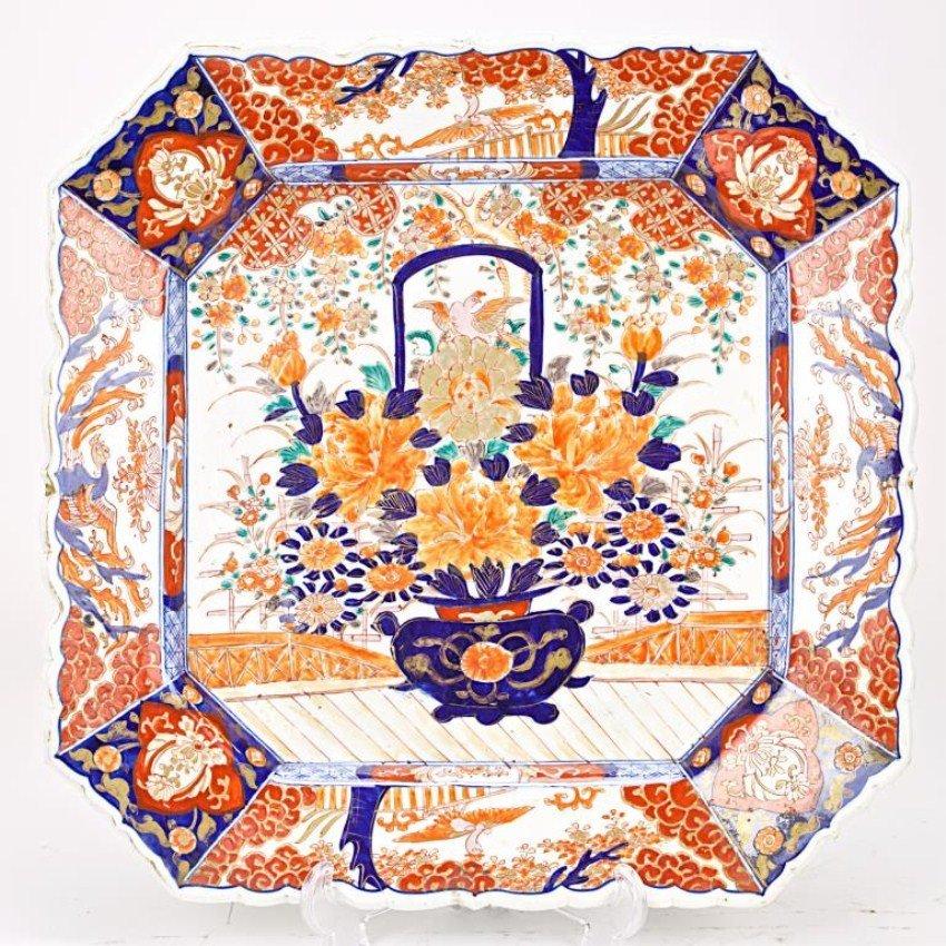 SQUARE IMARI DISH WITH BLUE JAR DESIGN