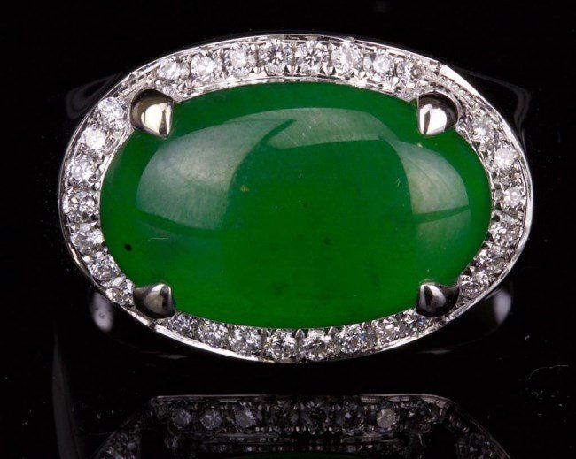 AN IMPERIAL GREEN JADEITE JADE MAN'S RING