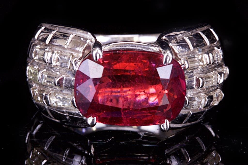 18K WHITE GOLD RING WITH DIAMOND AND RUBY