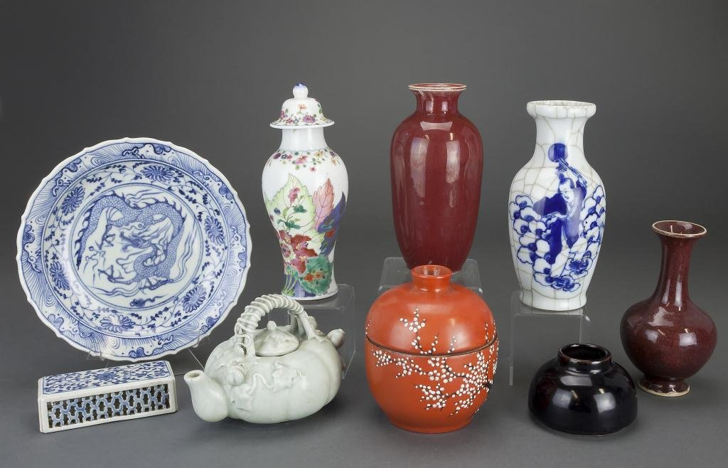 GROUP OF SEVEN CHINESE PORCELAIN ITEMS