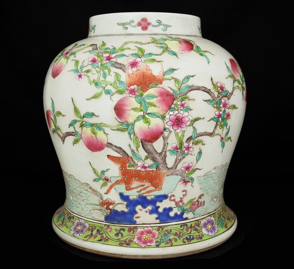 REPUBLIC CHINESE PEACH DESIGN TEMPLE JAR
