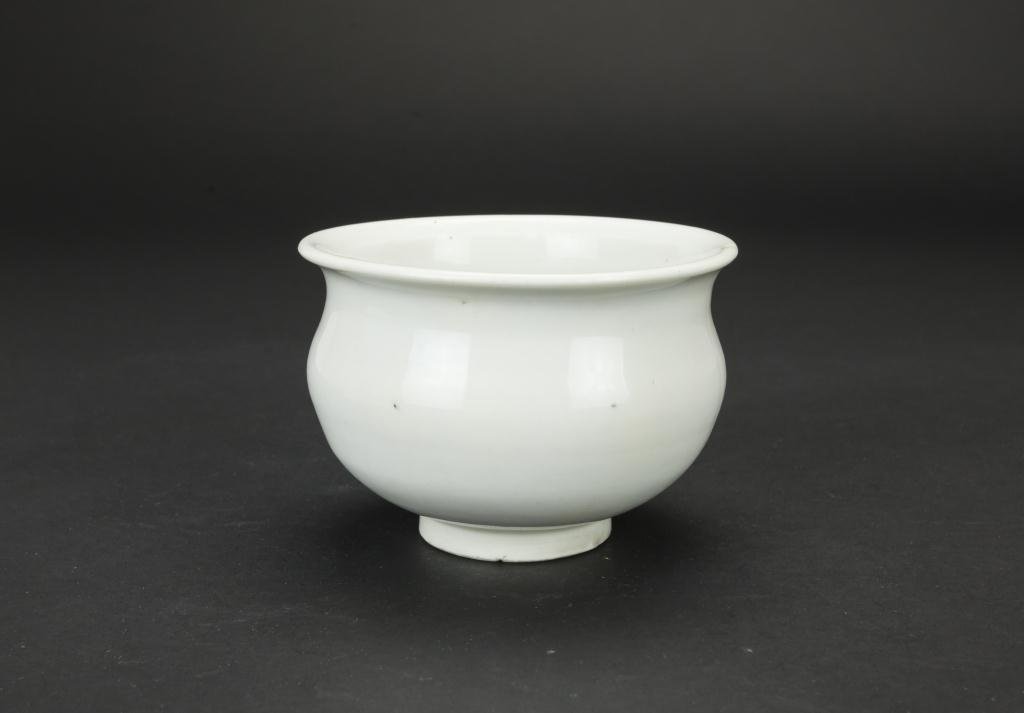 CHINESE WHITE CELADON JAR