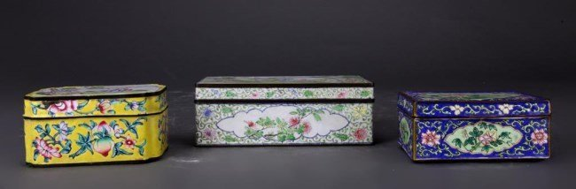 THREE CHINESE ASSORTED CLOISONNE LIDDED BOXES