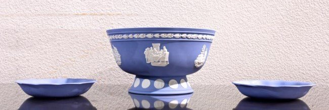 SET OF BLUE JASPERWARE BOWL AND 2 DISHES