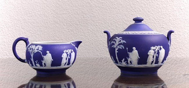 SET OF 2 BLUE JASPERWARE TEA POTS