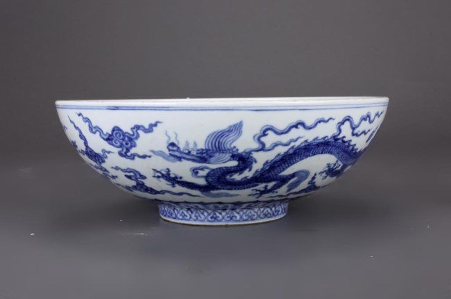 LARGE CHINESE BLUE AND WHITE DRAGON BOWL