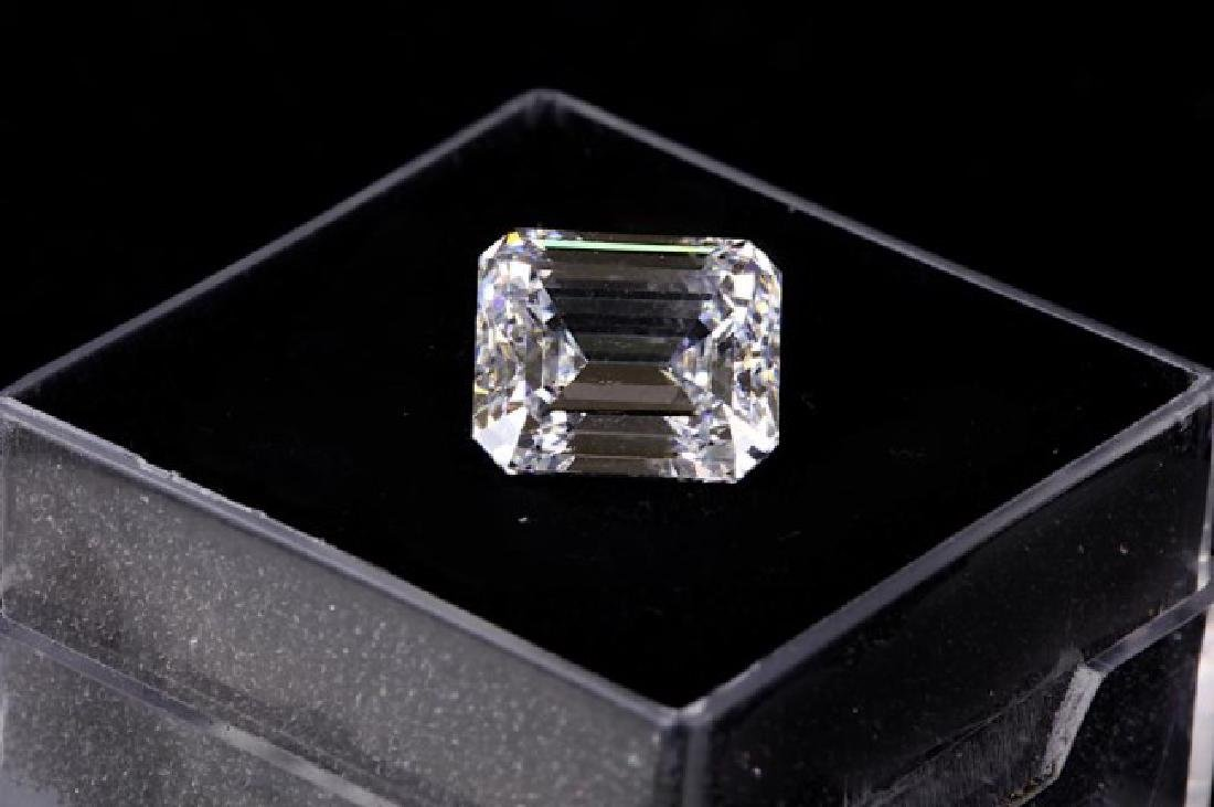 EMERALD CUT DIAMOND WITH CERTIFICATE